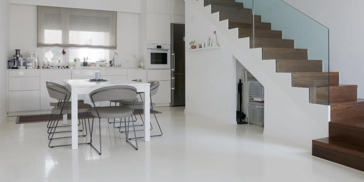 sol resine cuisine blanc